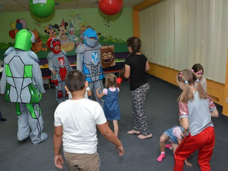 День рождения ребенка с Лего рыцарями (Nexo Knights) в детском клубе Именинник