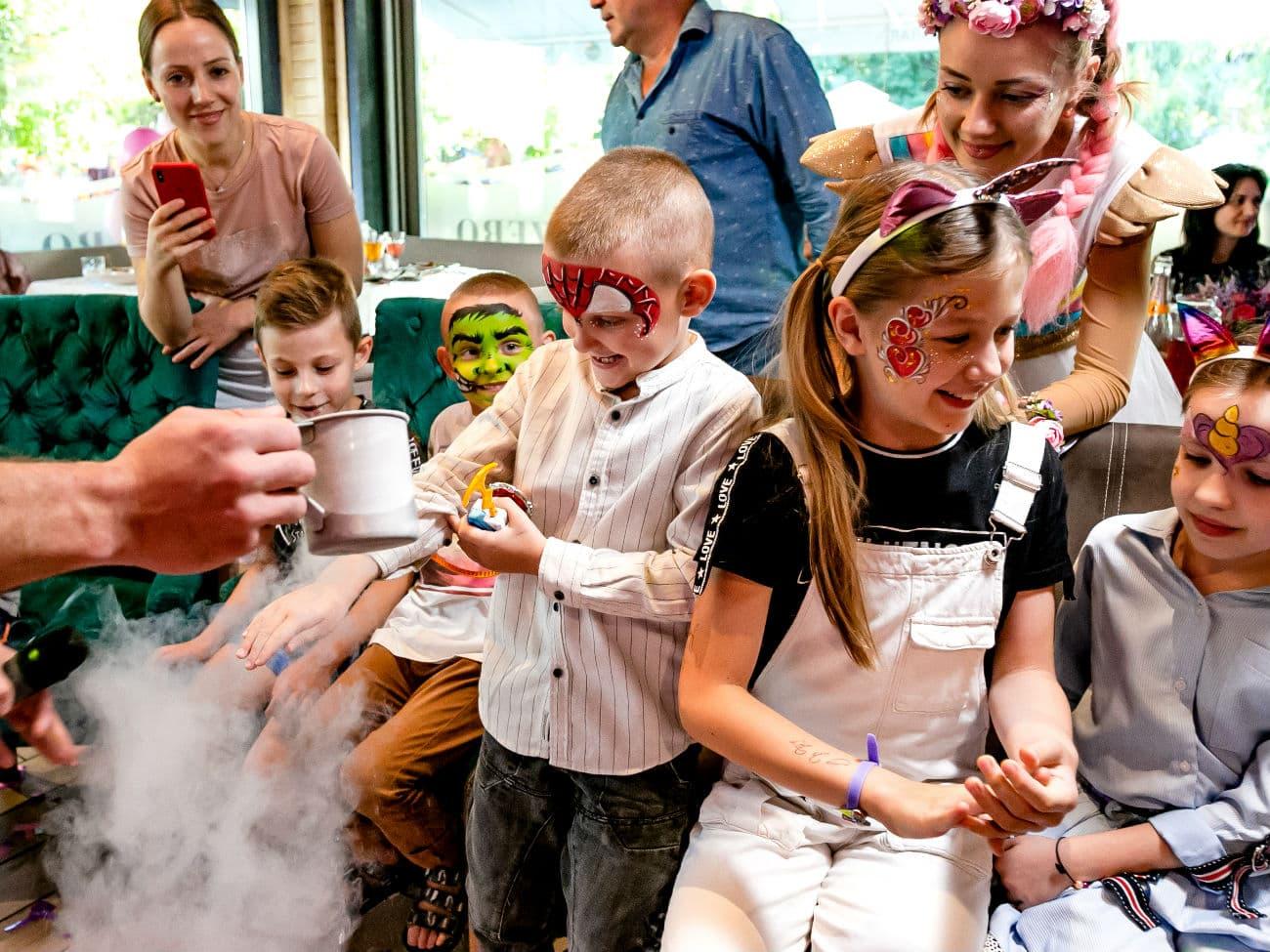Участие детей в научном шоу на день рождении в стиле Единорог Пати